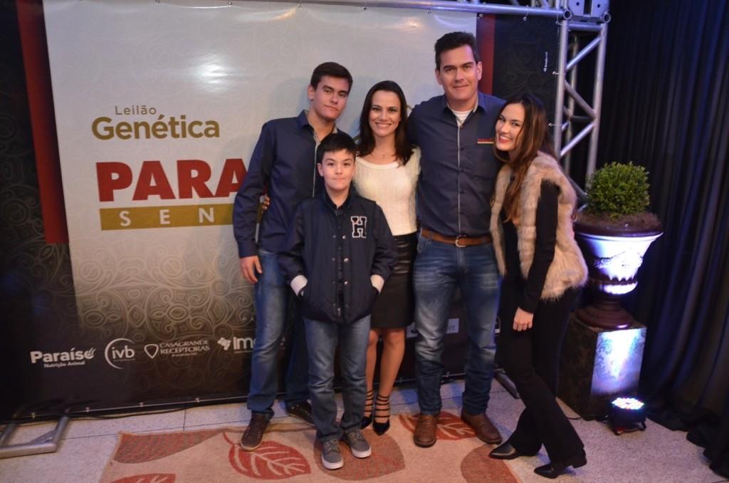 Guilherme Zeli e Tania com os filhos Bruno, Beatriz e Gabriel.