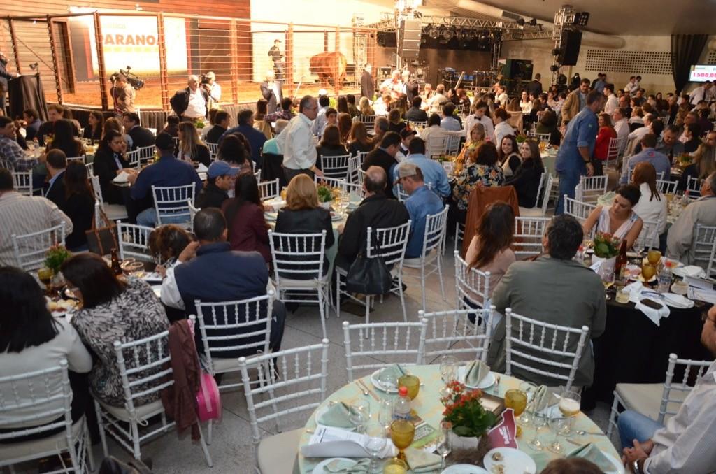 Recinto LeiloAdo, em Três Lagoas/MS, recebeu mais de 300 pessoas no Leilão Genética Paranoá.