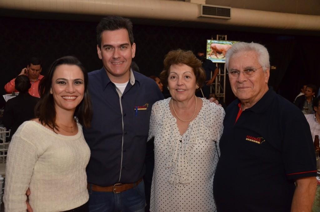 Guilherme Zeli e Tania (à esquerda) com Lúcia e Eldino Zeli, da Paranoá, proporcionaram uma noite memorável ao Senepol do Brasil.